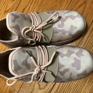 pink camo shoes